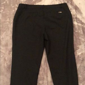 Anne Klein cropped pant w stretchy sides. D16